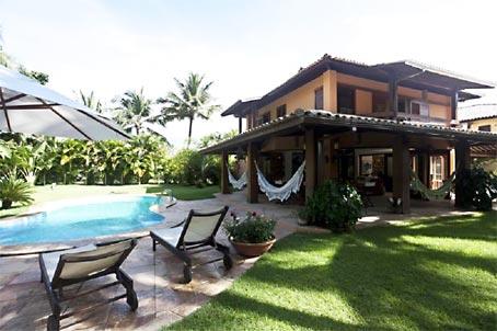 Casa de Três Quartos em Condomínio Próximo à Praia