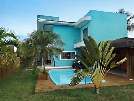 Bela Casa de 4 Quartos em Condomínio à Beira-mar