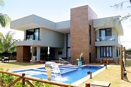 Mansão de Luxo Com 8 Quartos em Condomínio à Beira-mar