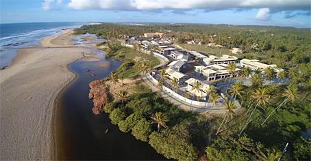 Apartamento de Três Quartos em Luxuoso Condomínio Beira-mar
