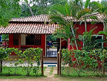 Casa Rústica com Grande Terreno