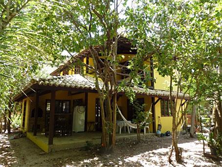 Casa Rústica de Dois Quartos Em Terreno Grande