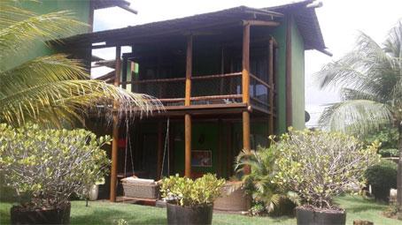 Casa Com Três Quartos Orientada a Leste em Condomínio Frente ao Mar