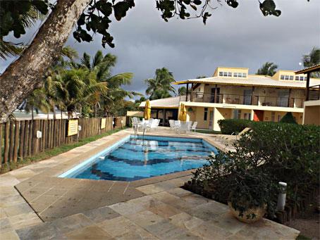 Apartamento Duplex com 3 Quartos em um Condomínio Próximo à Praia