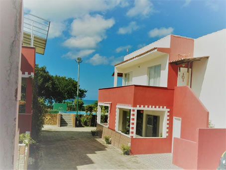 Apartamento de 4 Quartos em Condomínio à Beira-Mar Próximo à Praia de Taperapuã