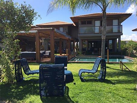 Casa de Seis Quartos no Condomínio Piscina Naturais