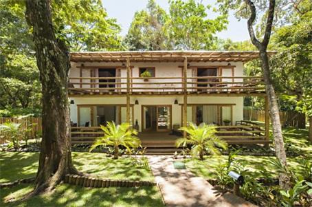 Casas de Luxo em Condomínio Resort Perto da Praça da Vila