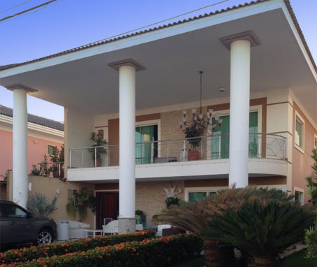 Bela Casa de 4 Quartos em Condomínio Fechado