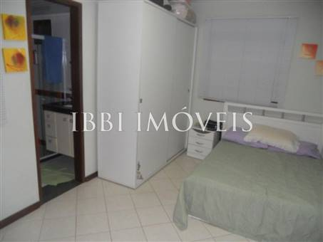 House with 4 Bedrooms Condominium 8