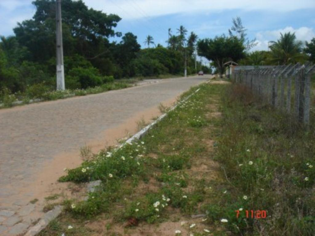 Land with 2.725m2 1