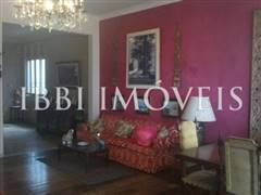 Large house with 4 bedrooms 3 bedrooms on Graca 5