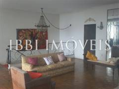 Large house with 4 bedrooms 3 bedrooms on Graca 9