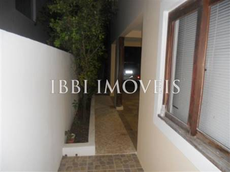 House with 4 Bedrooms Condominium 12