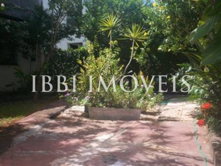 House with 6 bedrooms 3 floors in Piata 8