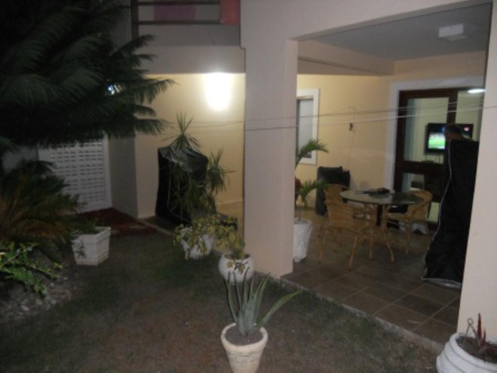 House with 4 Bedrooms Condominium 9