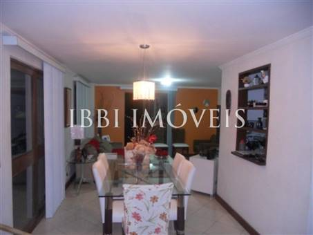 House with 4 Bedrooms Condominium 3