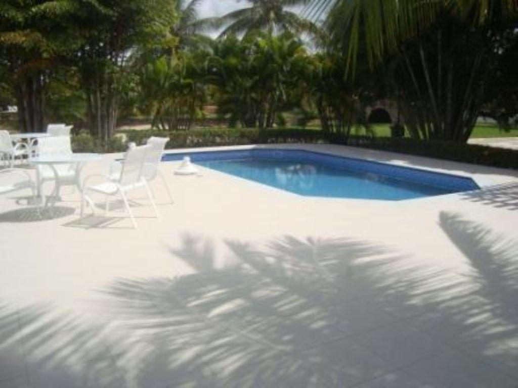 Luxury home in excellent location at Interlagos 4