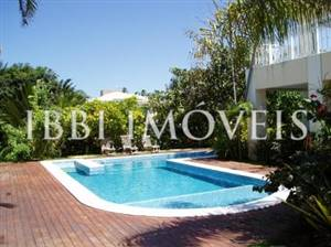 4 Bedrooms House in Busca Vida