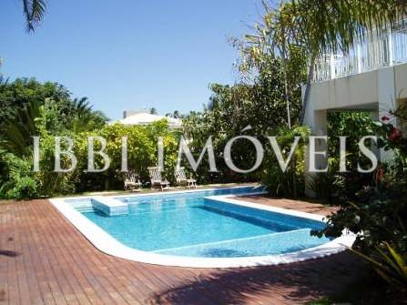 4 Bedrooms House in Busca Vida 4