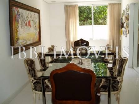 4 Bedrooms House in Busca Vida 8