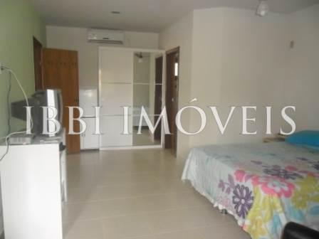 House 4 Rooms in Condominium 8