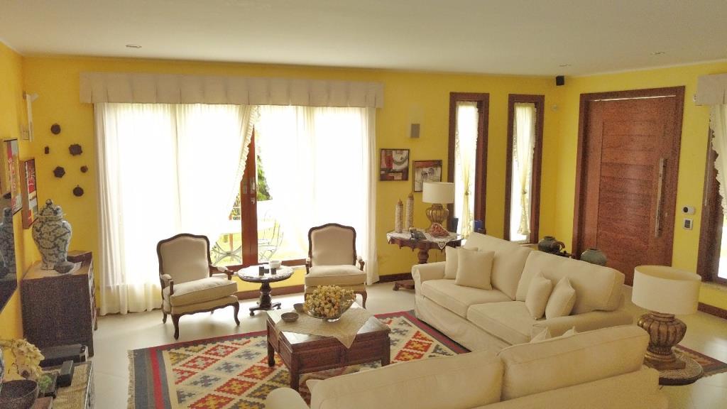 Ampla Casa Em Condomínio  5