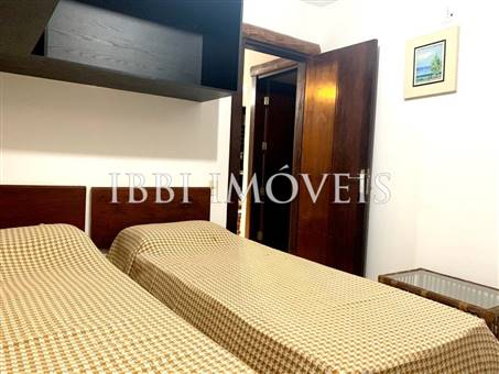 Apartment Located Near The Village. 6