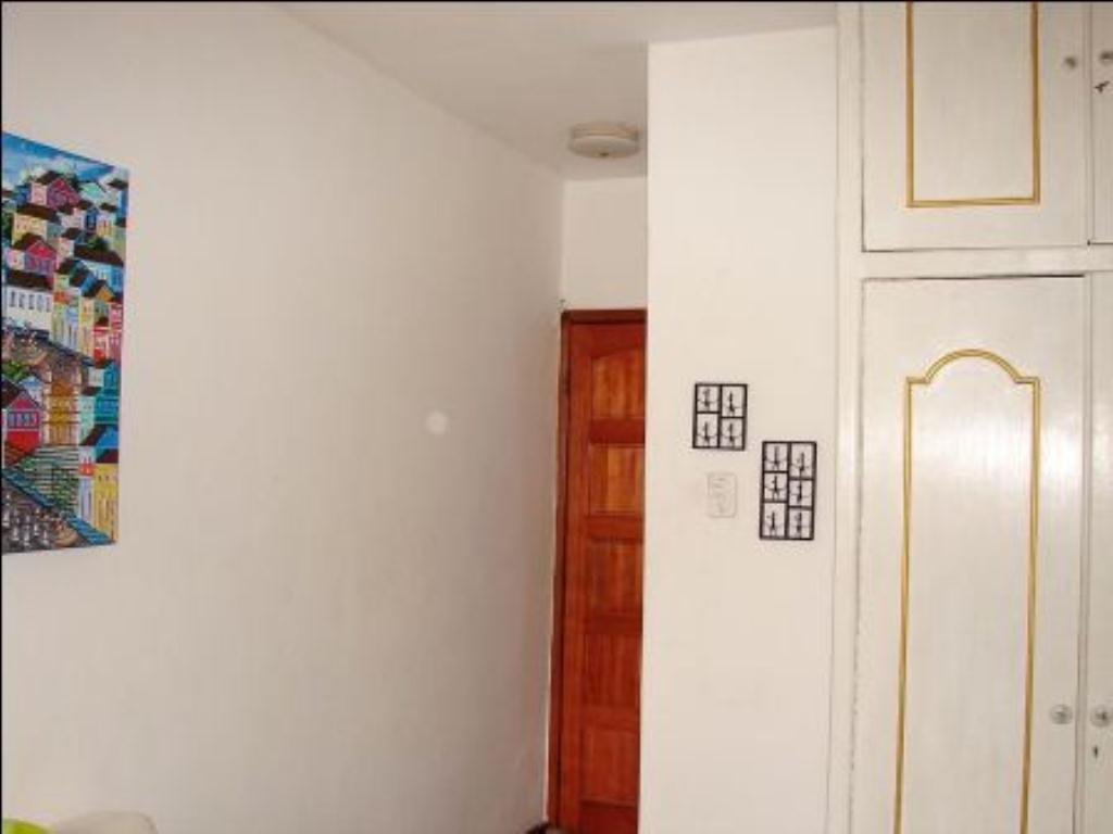 Ótimo Quarto e sala com varanda 10