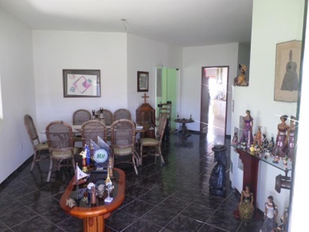 Casa Com 4 Quartos E 2 Salas Amplas 11