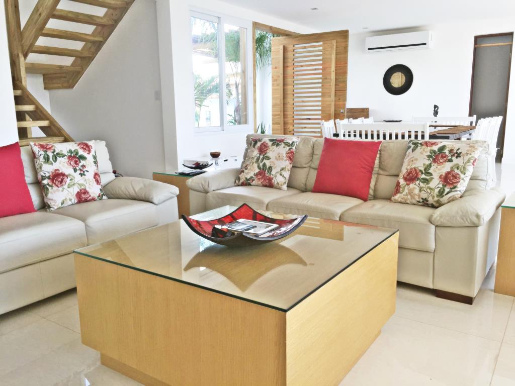 Casa De Luxo Situada Em Um Dos Condominios Mais Procurado Da Regiao 8