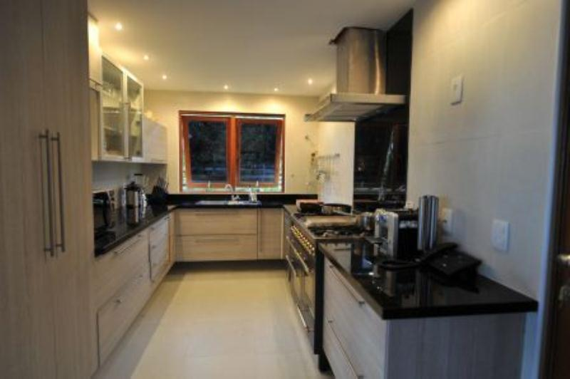 Furnished house with 4 Bedrooms 10