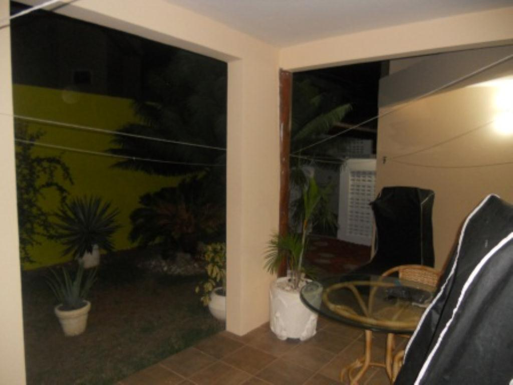 House with 4 Bedrooms Condominium 4