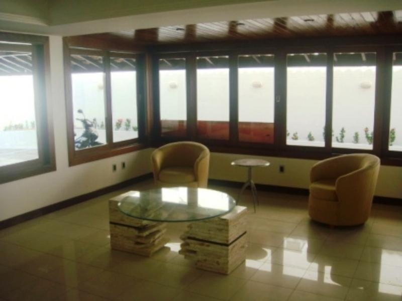 Excellent house with 4 Bedrooms in villas 8
