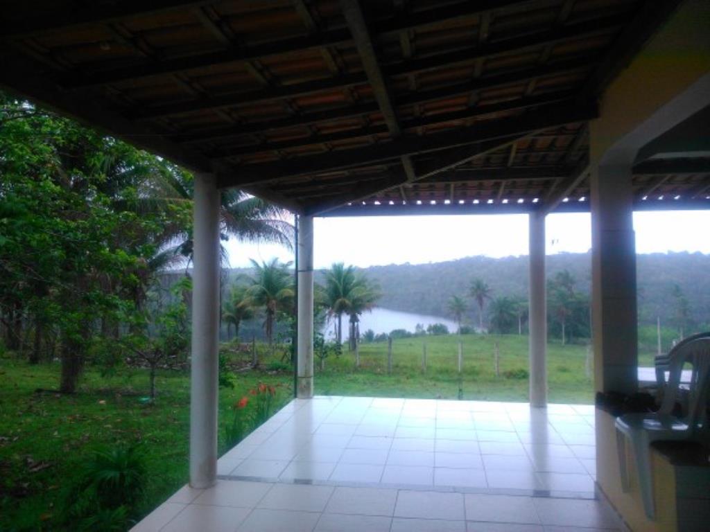 Fazenda Região De Com 5720 Ha Super Estruturada Para Pecuária; Rica Em Água Corrente E Com Várias Lagoas E Rio Com Barragens 5