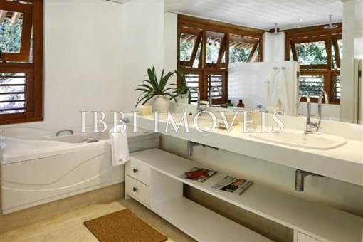 Casa Em Condomínio De Luxo 9