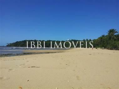 Terreno Beira-Mar Em Excelente Localização